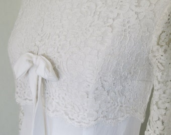 Vintage wedding dress with bow and lace