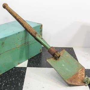 Romania Military Folding Shovel Cold War Era Eastern Bloc Circa 1960s . Shovel Hoe Entrenching Tool . Style A