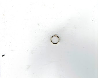 ring size 5 with the letter p on it.