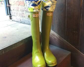 SLUGS Fleece Rain Boot Liners Seahawk Floral, Winter Fashion Accessories, Boot Cuffs, Boot Socks, Leg Warmers, (Sm/Med 6-8)