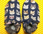 Newborn slippers, cats gl...