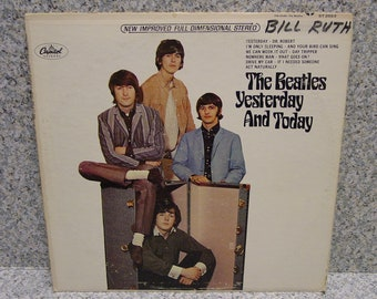 The Beatles Yesterday and Today LP. Capitol ST-2553 Apple Logo Label 1964 VG. Free S/H,