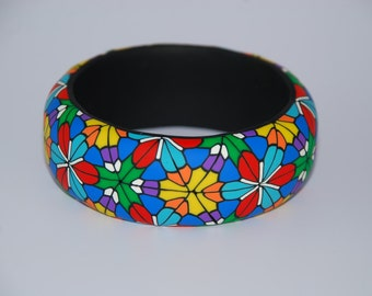 Cuff in clay polymer with multicolor Kaleidoscope design