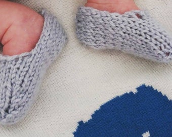 Hand knit baby slippers different colours available. Preemie, 0-6 months