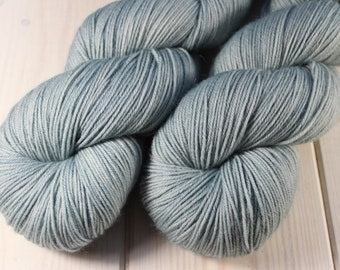 Skein hand - dyed Fingering - 100% superwash Merino - 100 g / 400 m - Azurin