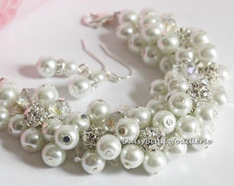 Rhinestones White Pearl Cluster Bracelet Bridesmaid Bracelet Bridesmaid Gift for Her Bridal Party Jewelry Gift for Moms Maid of Honor Gift
