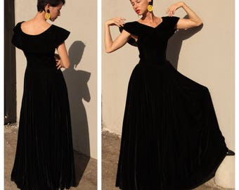 On Sale ~ 1940s Black Silk Velvet Emma Domb Gown with PIlgrim Collar and Floor Sweeping Skirt / Party Lines by Domb