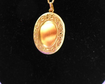 Estate 10 Kt  Solid-Gold Locket with 10Kt Gold  Chain