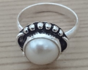 Vintage sterling silver and real Pearl ring