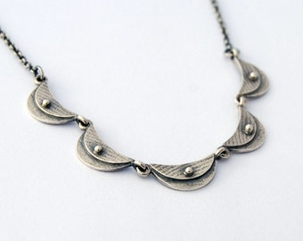 Scalloped dentelle - sterling silver scallop necklace