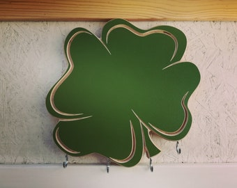 Wooden wall rack with chalkboard Clover