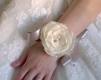 Wrist corsage | Wedding corsage | Ivory and silver corsage | Fabric flowers corsage | Corsage fabric flower | Silk flower
