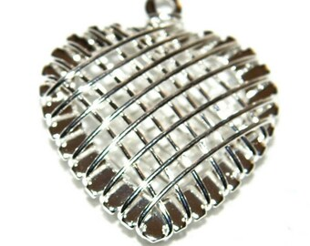 1 20 X 20 mm silver openwork heart pendant