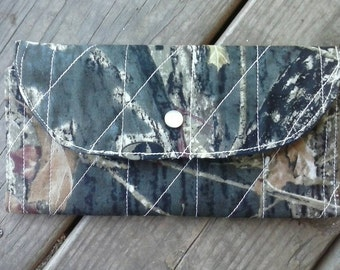 Quilted 10 pocket wallet
