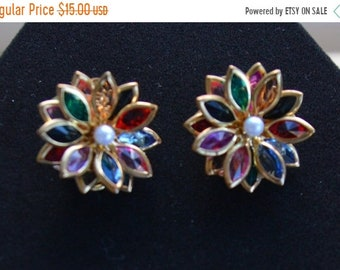 On sale Pretty Vintage Multi-Colored Plastic Floral Clip Earrings, Gold tone