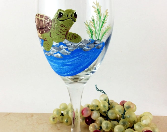 Wine glasses, Sea Turtle glass, Housewarming gift, custom wine glass, sea turtle, custom gift, Wine Lover gift, turtle gifts, wine gift