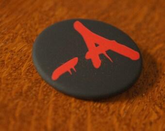 "Badge / Pin ""-A"" - PRETTY LITTLE LIARS / P L L / Aria Montgomery / Ezra Fitz / Hanna Marin / Spencer Hastings / Emily Fields"