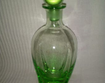 Beautiful decanter in glass with cap of the 1930s