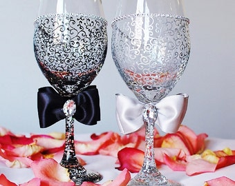 Wine Glasses, Wedding Glasses, , Bride and Groom Champagne Flutes, Personalized glasses, Anniversary gift, Bridal shower gift