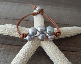 Gray pearl leather bracelet, boho style, pearl on leather, beach boho, festival chic, resort jewelry, baroque pearls