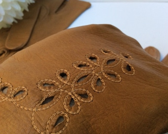 Priced to sell - Vintage womens kid leather gloves Size 6, ladies small. Caramel/tan colour leather. Spft as can be.