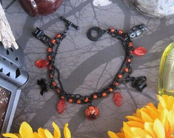 The Call Came From Inside The House charm bracelet in black enameled base metal and glass horror movie babysitter Halloween slasher lampwork