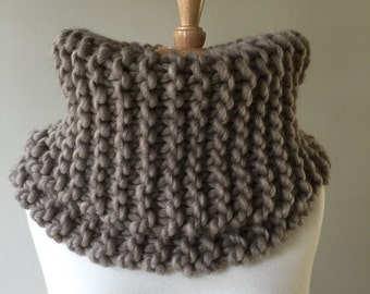 Circle scarf, Chunky knit coal scarf, The Knittin' Kitten's cowl, thick knit cowl, infinity scarf