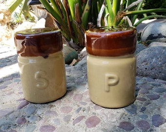 Ceramic. Salt and pepper Shakers. Vintage. Brown and Tan.