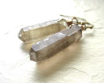 Pointe de cristal de Quartz fumé, Quartz fumé Cristal Point boucles d'oreilles artisanaux pierres précieuses boucles d'oreilles, boucles d'oreilles Quartz