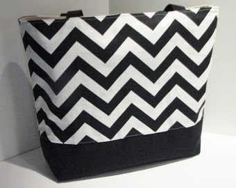 Set of 7 Chevron Beach Bags  . Black White . chevron tote bag . Standard Size . bridesmaid gifts teacher tote MONOGRAMMING Ava