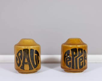 Vintage ceramic Salt and pepper shakers - Retro salt and pepper from the sixties - Vintage kitchen