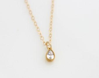 Teardrop Pendant Necklace • Delicate gold necklace with teardrop crystal pendants