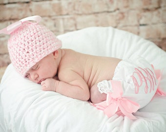 Baby ruffle bloomers, pink baby bloomers, Personalized newborn outfit, Baby girl Clothes, first photo hat, hand knit  pink hat, photo prop