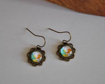 Earrings in bronze, glass cabochon, flower pattern