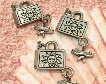 Beach Bag w/ Sun Tan Lotion and Glasses Charm- 4 pieces-(Antique Pewter Silver Finish)--style 605--