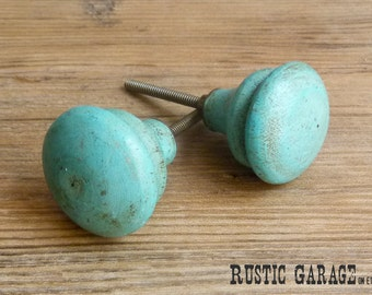 "SET OF 2 - 1.5"" Round Wood Knob -  Distressed Turquoise Blue Painted Wooden Knob - Drawer Pull - Shabby Chic Home Decor"