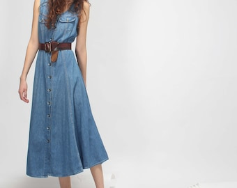 country jeans midi dress // sleeveless // poodle skirt // light blue wash // size M
