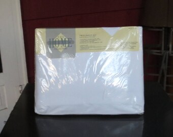 """Vintage 1980s 1990s NOS Home twin sheet J C Penney set flat fitted percale 1 pillowcase cotton polyester 39"""" by 75"""" mattress (62417)"""