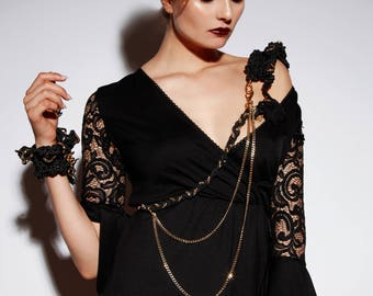 GOTHIC WING SET - Rope a. Chains Shoulder Necklace w. Epaulette + Ruffle Cuff + Leash - Black & Gold