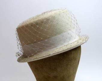 "Vintage 1950s Box Hat / Straw Hat / Eggshell White / Large / Round / Small Brim / Netting / 21"""