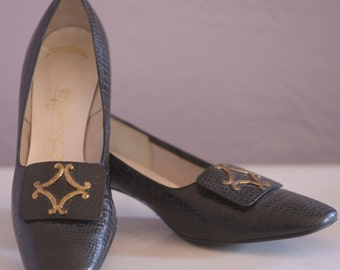 Sexy Vintage Black Textured Leather Pumps with Gold Medallion Detail Mad Men Heels Sixties 60s Style Sex Kitten Ladies Dress Shoes size 11