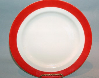 p7704: Vintage Universal Potteries Cambridge Red Dinner Plate at Vintageway Furniture