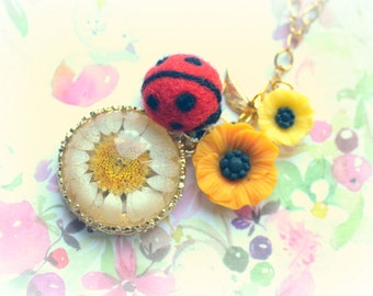Needle felted ladybug with daisy necklace, handmade ladybug with resin flower, ladybug jewelry, whimsical jewerly, gift under 20