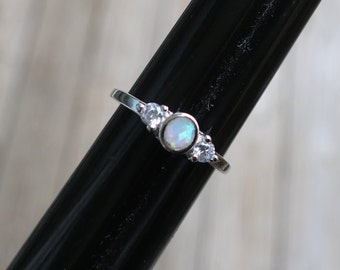 Pretty Vintage 925 Sterling Silver Lab Opal and CZ Ring
