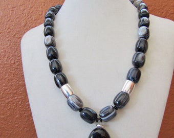 Chunky black and white agate necklace