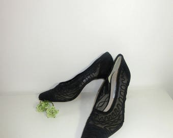 Vintage Pionted Mesh Pumps