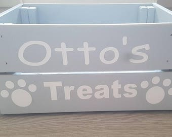 Pet treat box