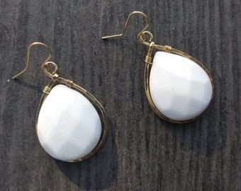 Gold-filled hammered white jade D drop earrings
