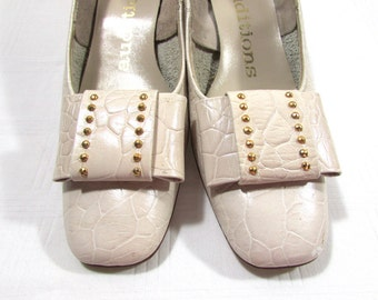 Vintage Off White leather shoes | size 6.5 shoes | 1970s heels | Auditions Shoes