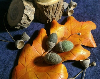 Oak leaf in leather and acorns in felt